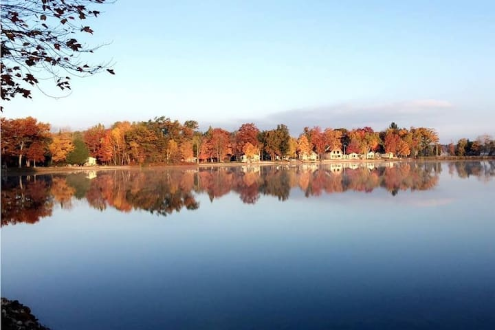 Perfect Fall Getaway on Long Lake