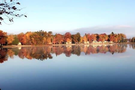 Perfect Fall Getaway on Long Lake