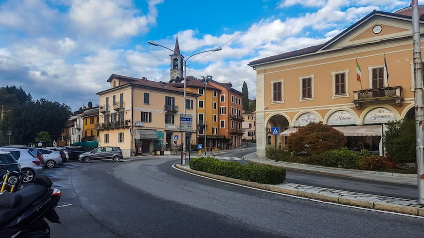 Downtown Laveno and the promenade along the lake are just steps away for our Air BNB  (photo by Kati Hellevaara)