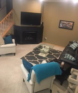 Town Home Close to the Twin Cities and Airport - Inver Grove Heights - Таунхаус