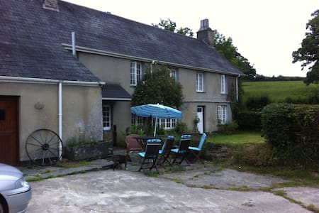 Farmhouse off  A30 Nr North Coast,Cornwall - Werrington - House