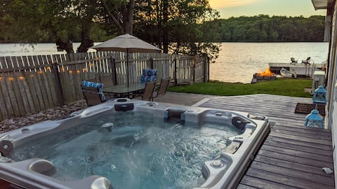 Beautiful Lakefront Cottage with Hot Tub