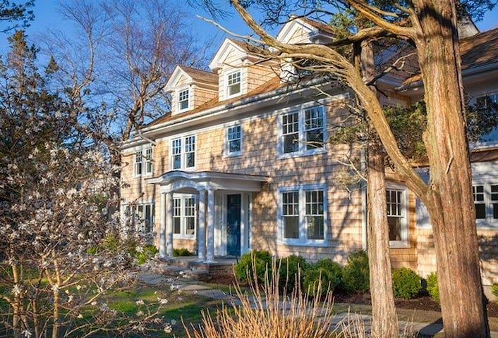 Bellport House -- AUGUST 3 WEEKS (28-2019 reg.)