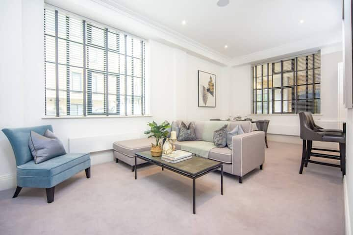 Luxury 1 Bed Apartment by the River