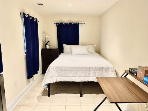 Detached room wth parking-Close to I-95 & near D.C