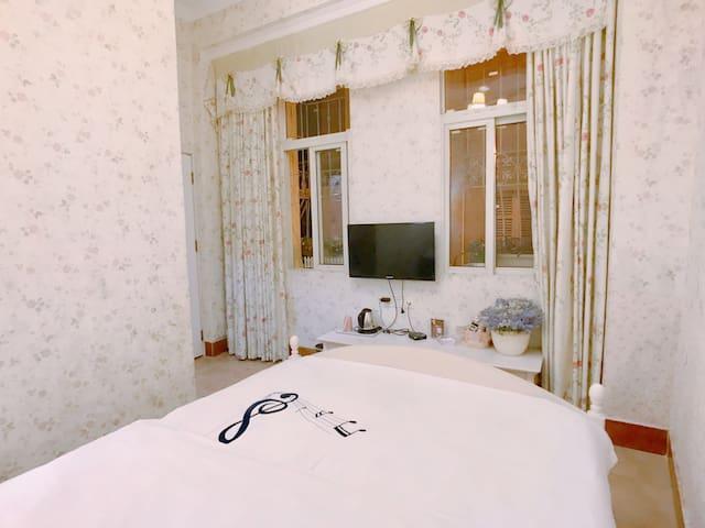 鼓浪屿玫瑰小镇旅馆|阳光  贝拉米房|特惠大床房