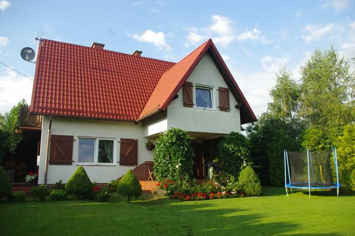 Dom na Kwiatowej w Junoszynie