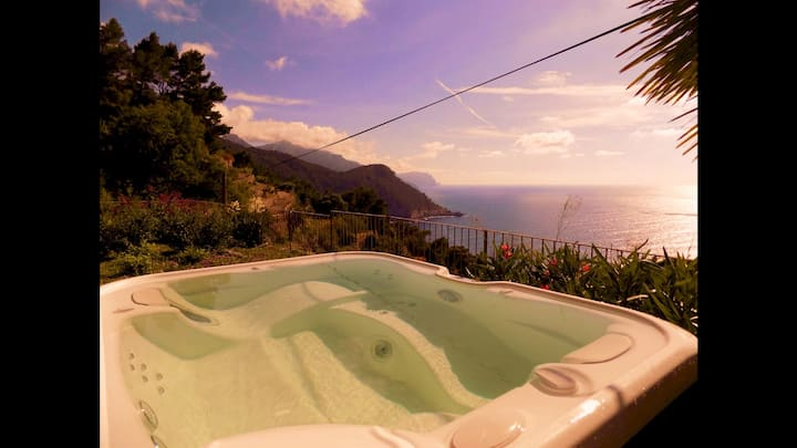 Can Co House, House, Pool & Jacuzi, Banyalbufar 6 beds, Panoramic Unesco view, Charming estate, peaceful snorkeling bay very nearby
