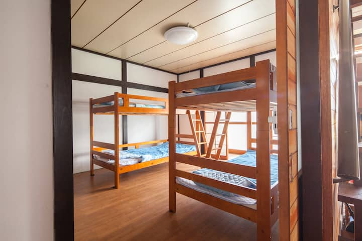 """1 bed of Otaru Shared room """"Champion's guesthouse"""""""