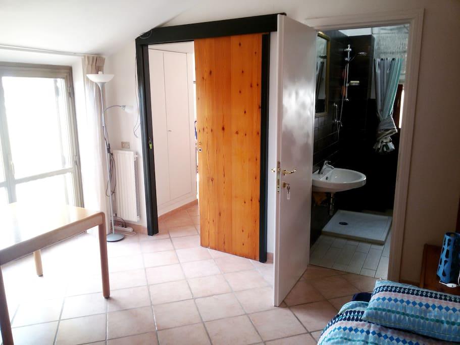 Private apartment: bedroom / bathroom / terrace / Solarium and more... (upper floor)