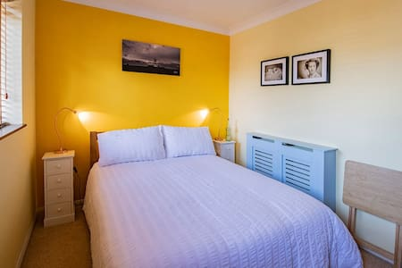 Sunny, double room,  eco-conscious, close to city