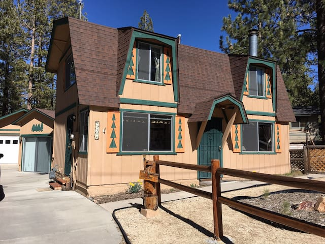 Spacious Family Friendly Cabin With Large Backyard