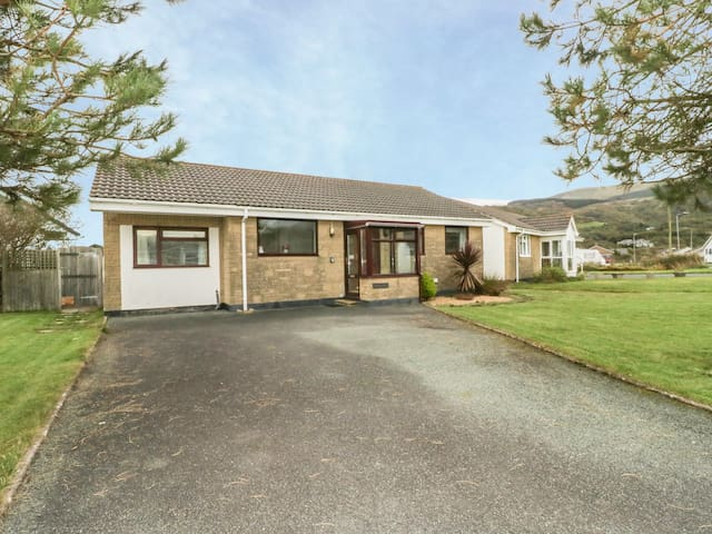DEHANGFA, pet friendly, with a garden in Fairbourne, Ref 968891