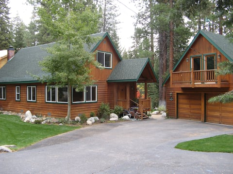 """Squirrel's Nest Loft"" Cozy private loft @ Tahoe!"