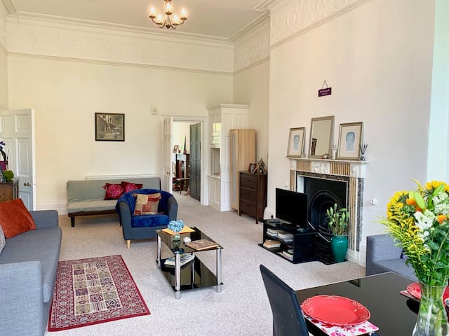 Family Friendly Huge Holiday Apartment, Parking