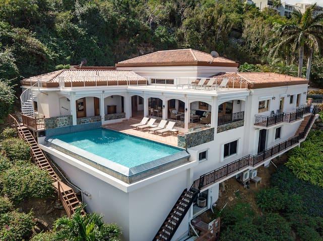 Stardust Villa-Infinity Pool,Patios & Rooftop Deck