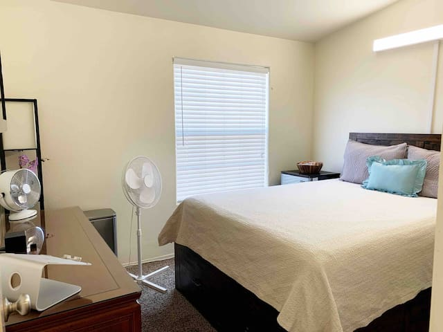 Private Room w/EASY access to Strip & Downtown