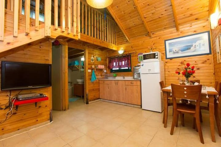 Leyad Hashmura Lodging - Two-Bedroom Chalet