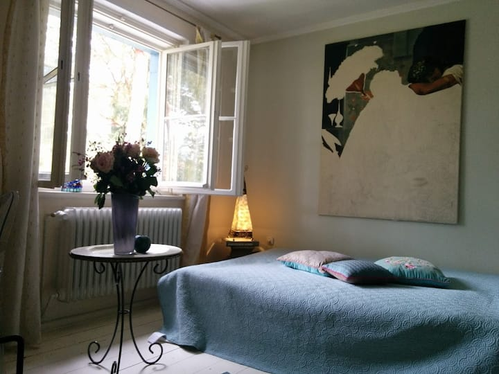 Cosy private room in green surroundings