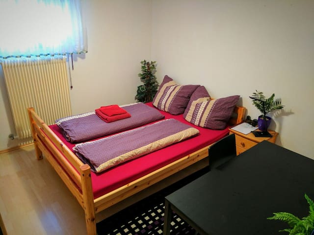 Privat room in Würzburg-Versbach with own bathroom - Würzburg - Byt