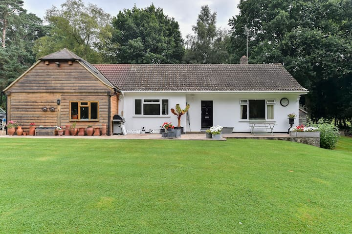 Cosy Cottage, Sleeps 6 with Outdoor Tennis Court! - Haslemere