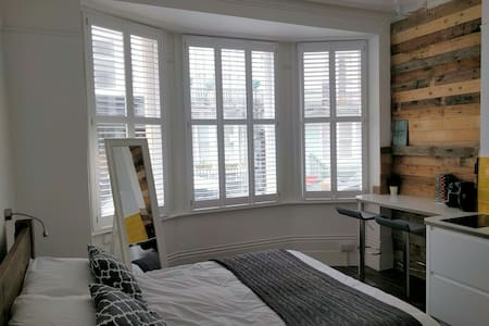 Luxury Beach Studio - Brighton