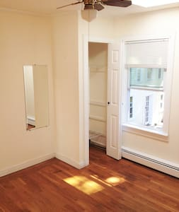 PRIVATE FURNISHED BEDROOM IN A SHARED APARTMENT - Pawtucket - Apartemen