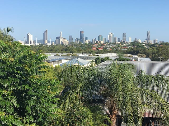 Brisbane City views. COORPAROO Private room