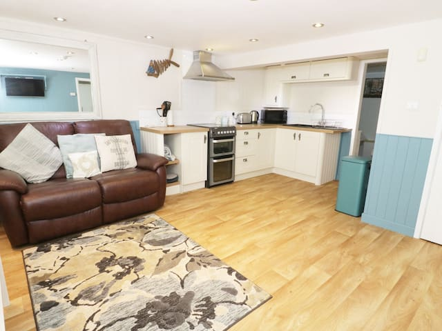 THE HIDEAWAY in Benllech, Ref 973536
