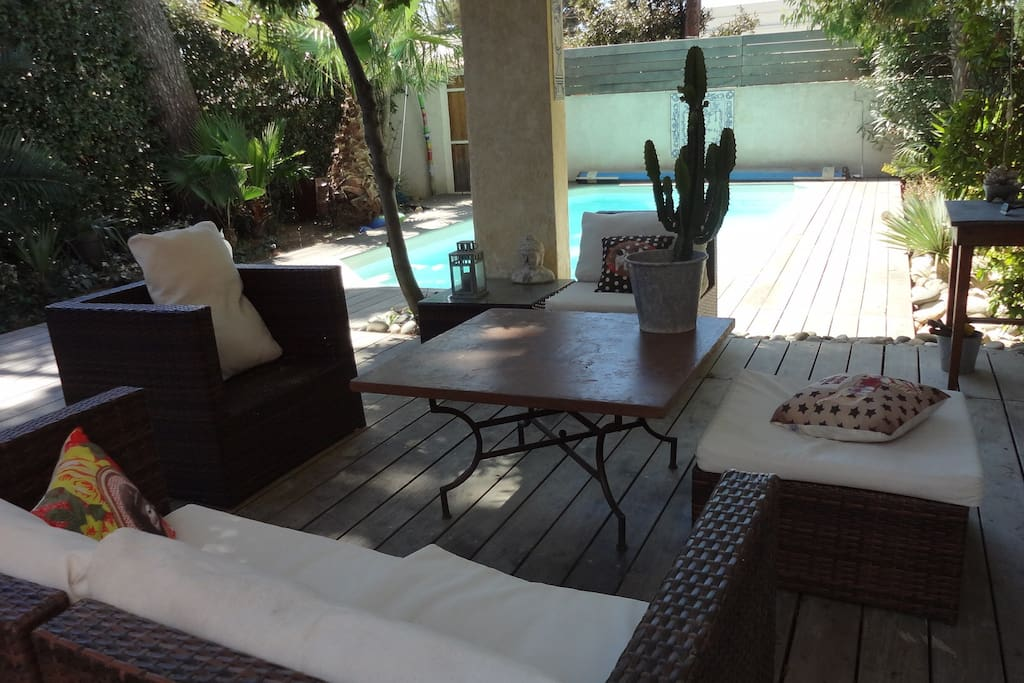 Make your stuff out with our outside living-room !