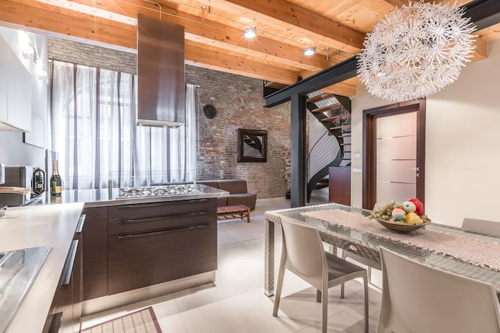 An exciting Loft in the historic Arsenal building