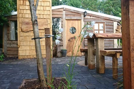 The Woodcutters Rest:  Bespoke log cabin
