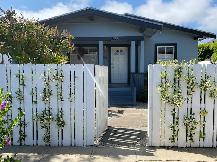 Private bungalow close to Abbot Kinney / beach.