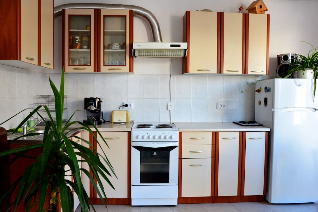 A fully equipped kitchenette