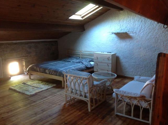 Cardabelle ( Chambre privée à louer) - Millau - Bed & Breakfast
