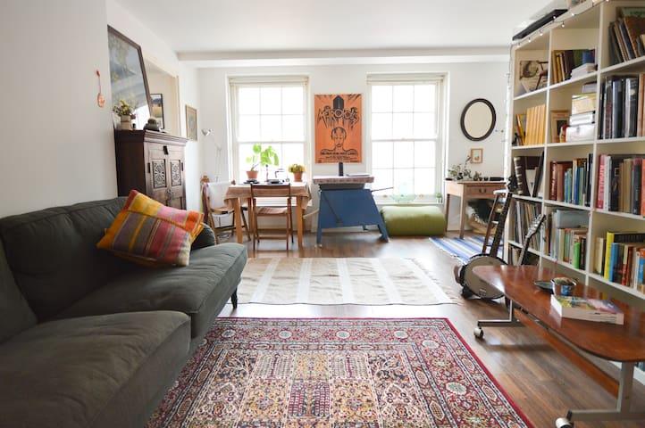 Bright, cosy studio apartment in Stokes Croft