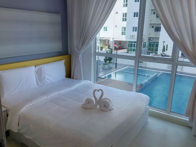 Modern Cozy Suite in Town | Pool View & FREE WiFi - Jelutong - Apartment