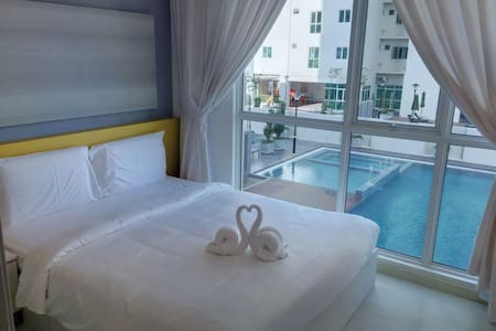 Modern Cozy Suite in Town | Pool View & FREE WiFi - Jelutong - Lägenhet