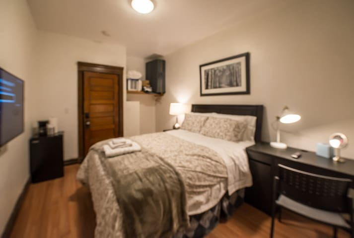 24-5 Private Bedroom by Subway Mins to NYC / WTC