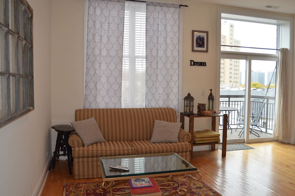 Boystown 1 br penthouse in lakeview apartments for rent - 4 bedroom apartments lakeview chicago ...