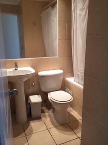 baño exclusivo con ducha