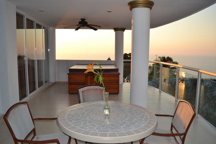 Ocean View 1br with private hot tub on balcony!  PV at it's finest! - Puerto Vallarta - Rumah