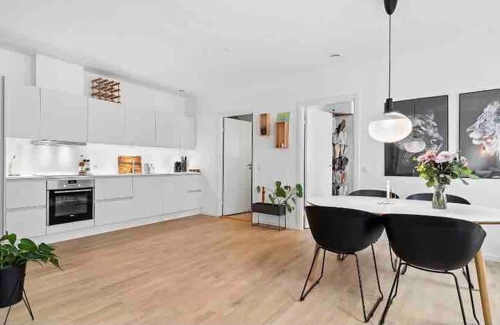 Nyrenoveret lejlighed i Esbjerg med fri parkering