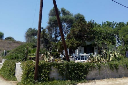 Quiet House On The Beach - Foinikounta - Casa