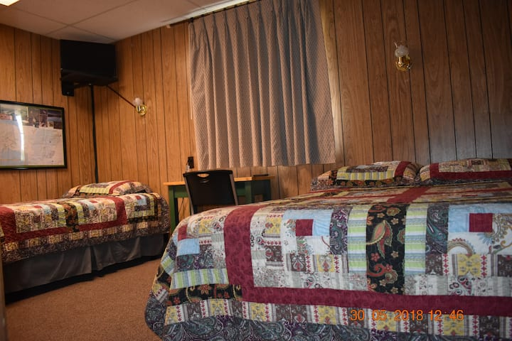 Denali RV Park/ Motel, 1 dbl bed,1 single bed (6)