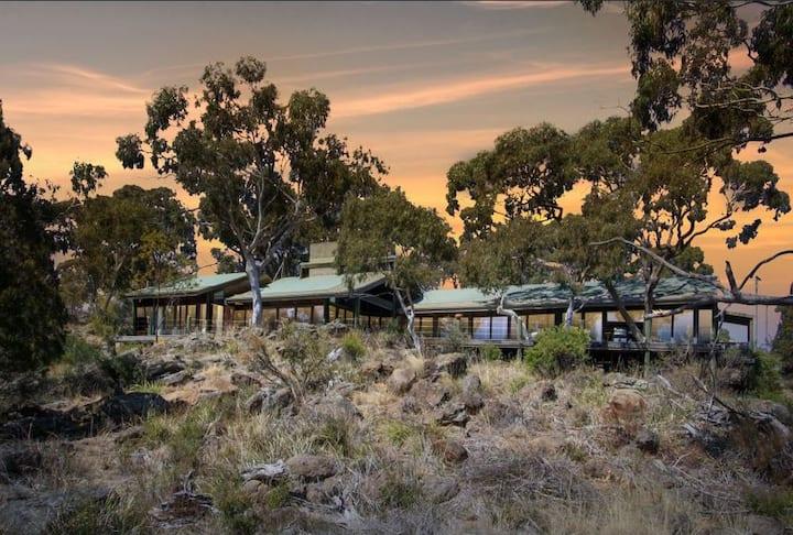 Bushland retreat close to rural village