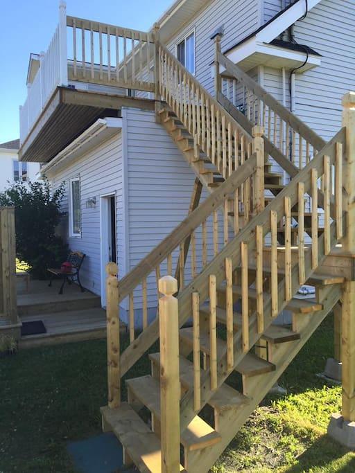 L'escalier avec  accès indépendant et terrasse