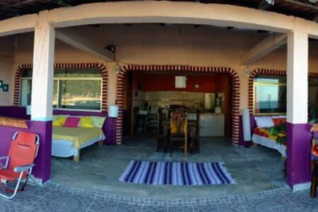 Beach front house in Beautiful Yelapa - Yelapa - Rumah bandar