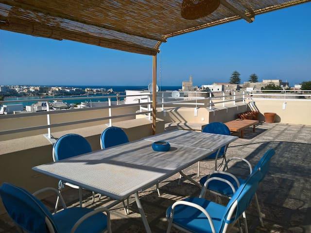 Appartamento con terrazza panoramica, garage, wiFi