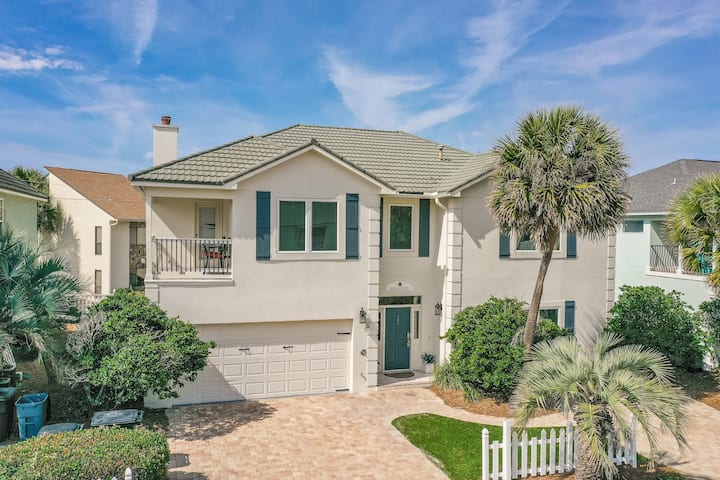 Large group property 30 Seconds from the beach! Dog Friendly!